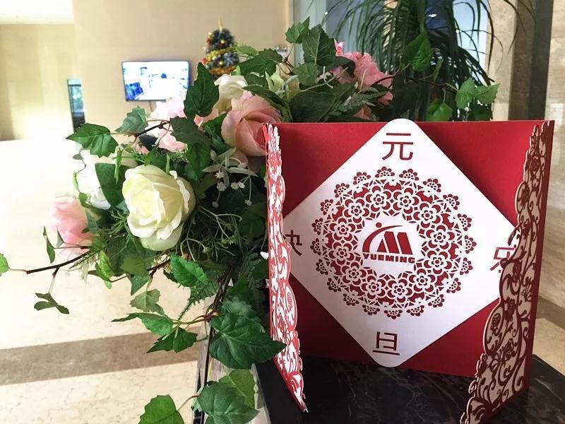 激光镂空工艺贺年卡,给你2019不一样的新春祝福!